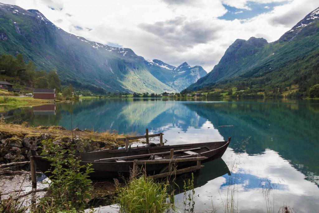 Fiorde na cidade de Olden, Noruega
