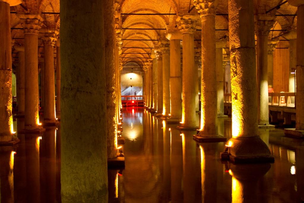 Colunas na Cisterna da Basílica
