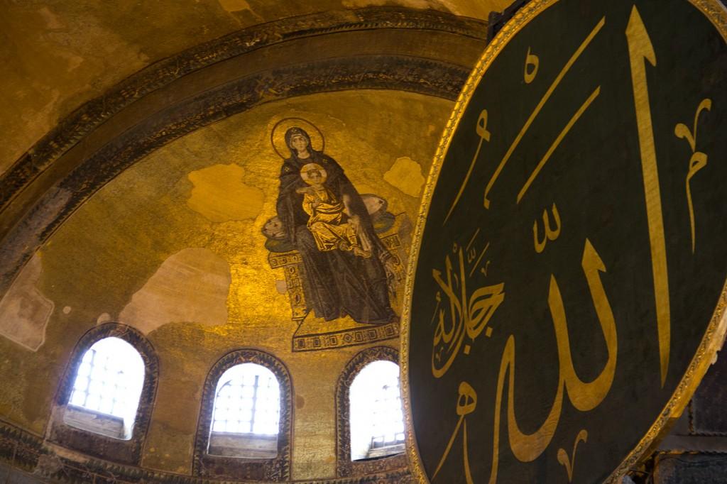 Alá e Virgem Maria na Ayasofia