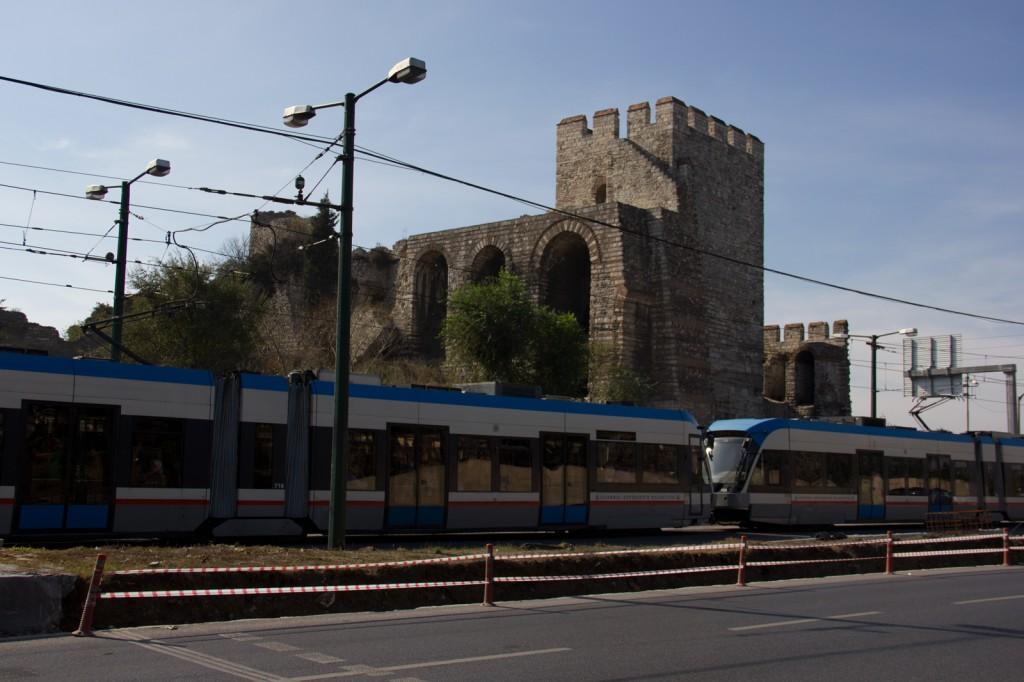 Muralhas do império Bizantino e trem