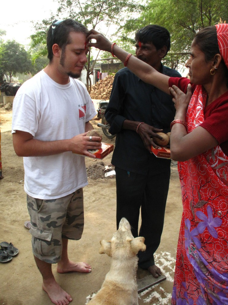 Igor passando pelo ritual do último dia do Diwali