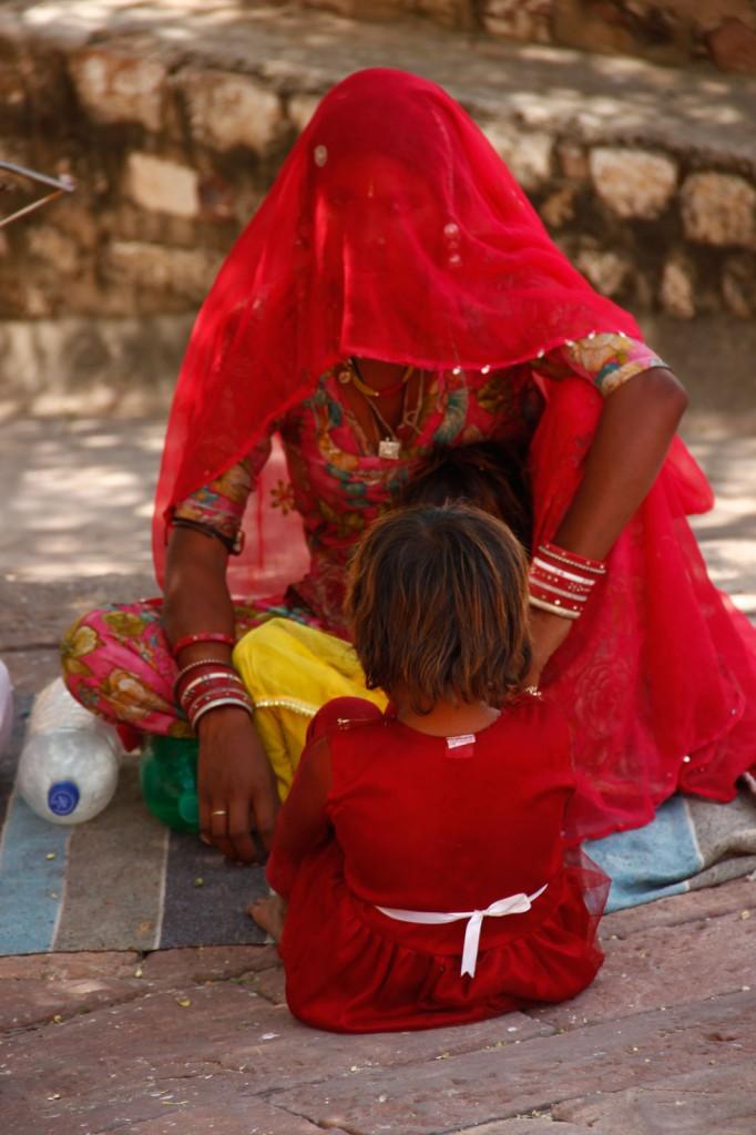 Mulher indiana com o rosto coberto