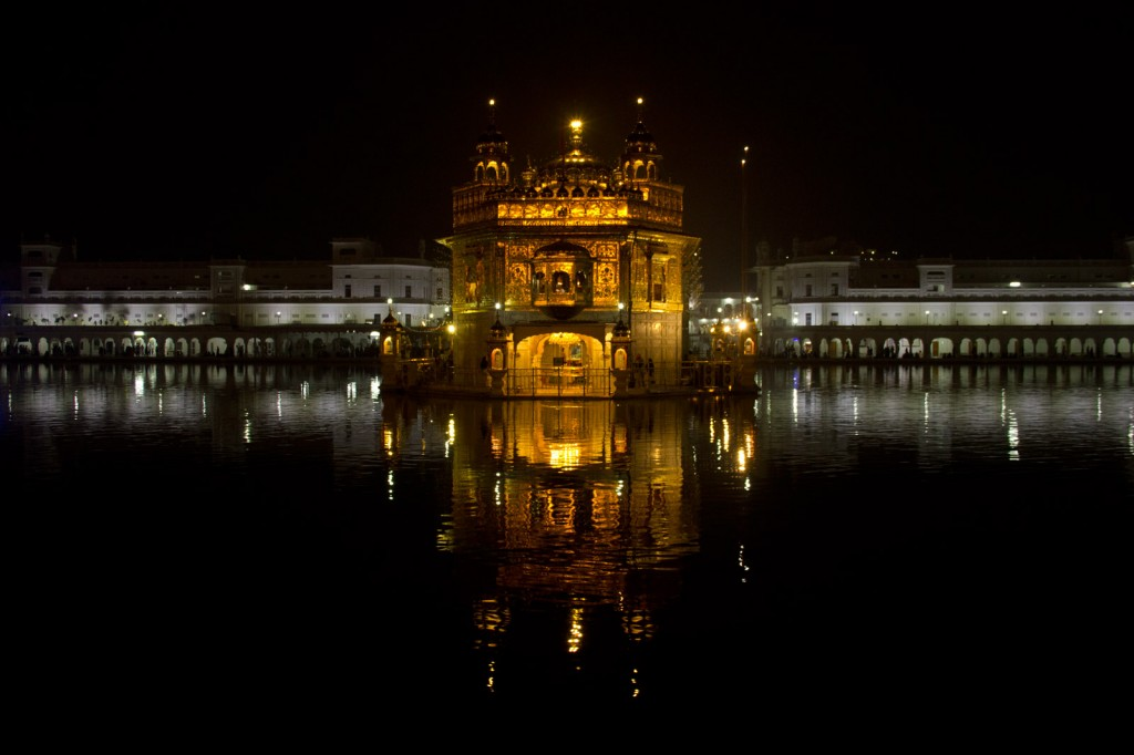 Golden Temple e seu reflexo na piscina sagrada