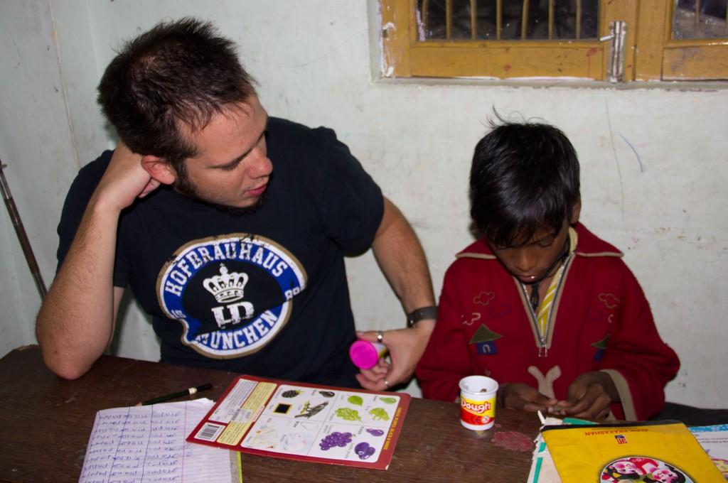 Igor ensinando cores ao Dipu
