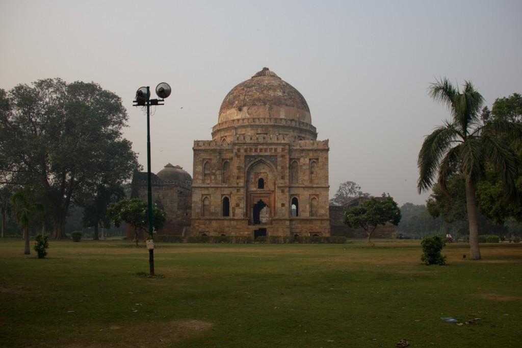 Mausoleu em parque em Delhi