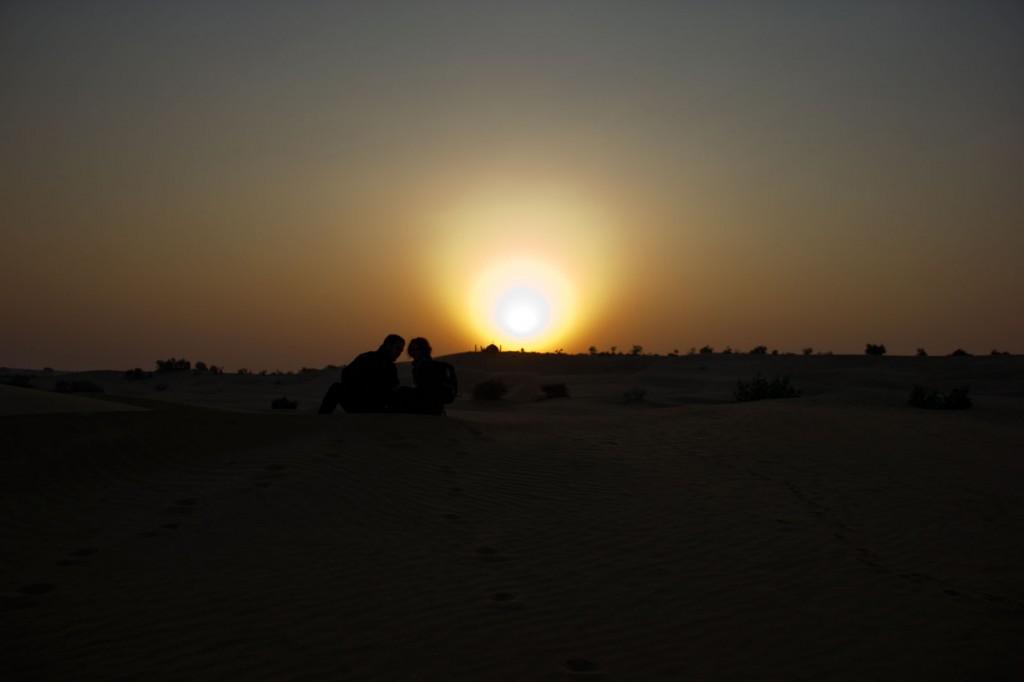 Nascer do sol no deserto de Khuri