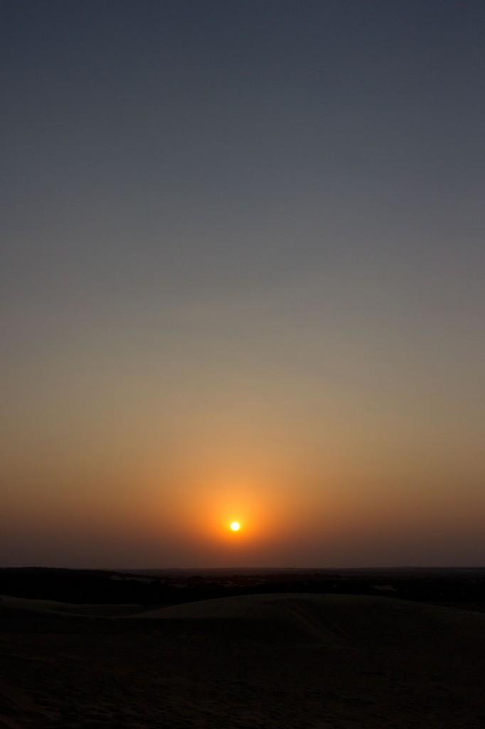 Por do sol no deserto de Khuri