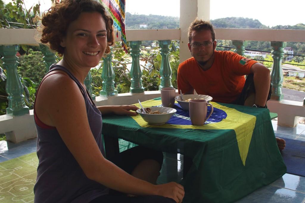 Café da Manhã na sacada do nosso Bangalô
