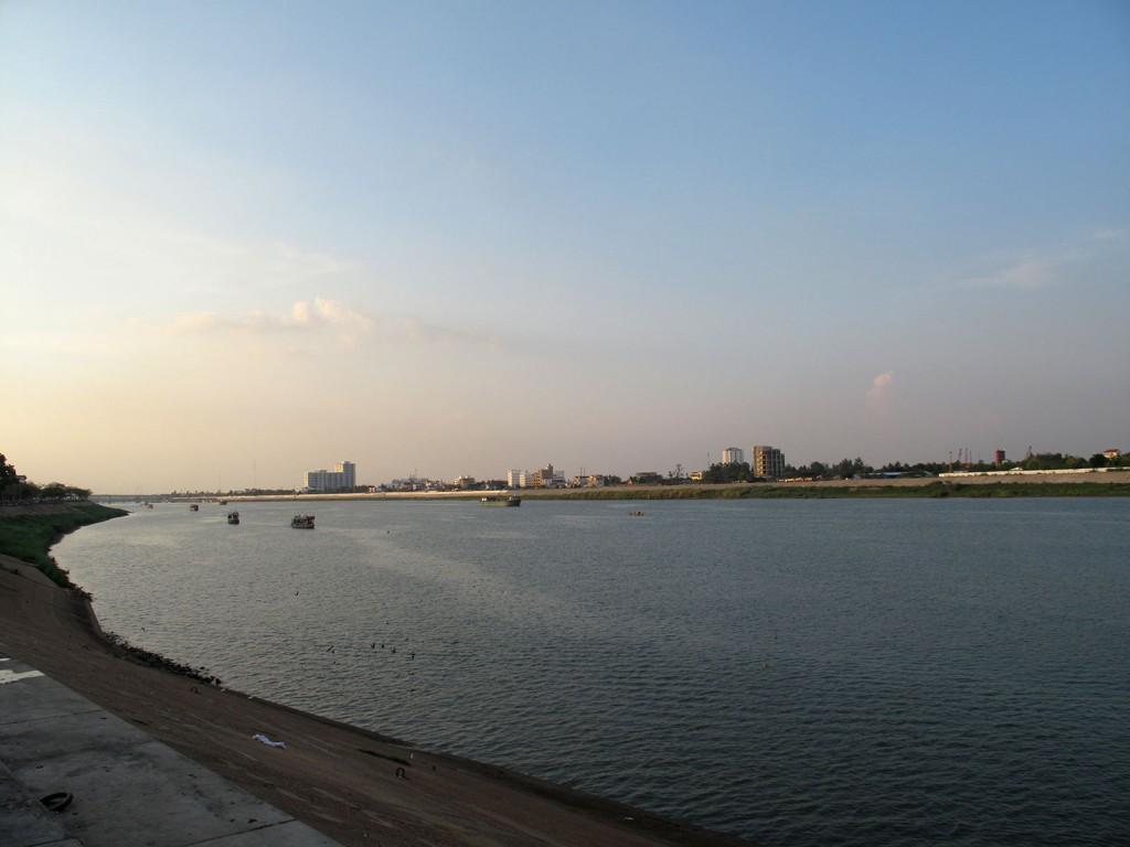Rio Majento em frente ao Grand Palace