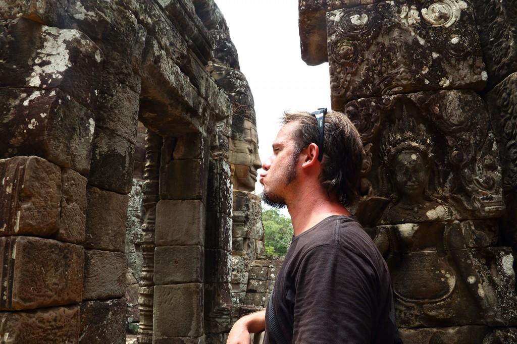 Igor beijando o Buddha