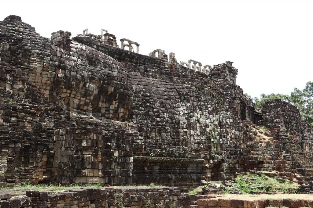 Buddha deitado feito de pedras