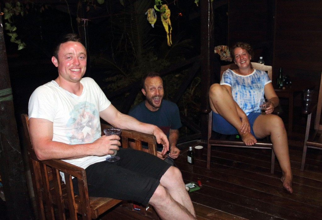 Ben, Michael and Annemie com Tequila e Gin na nossa sacada