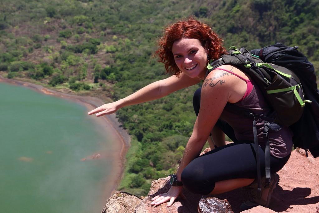 Fumaça saindo das pedras no Vulcão Taal