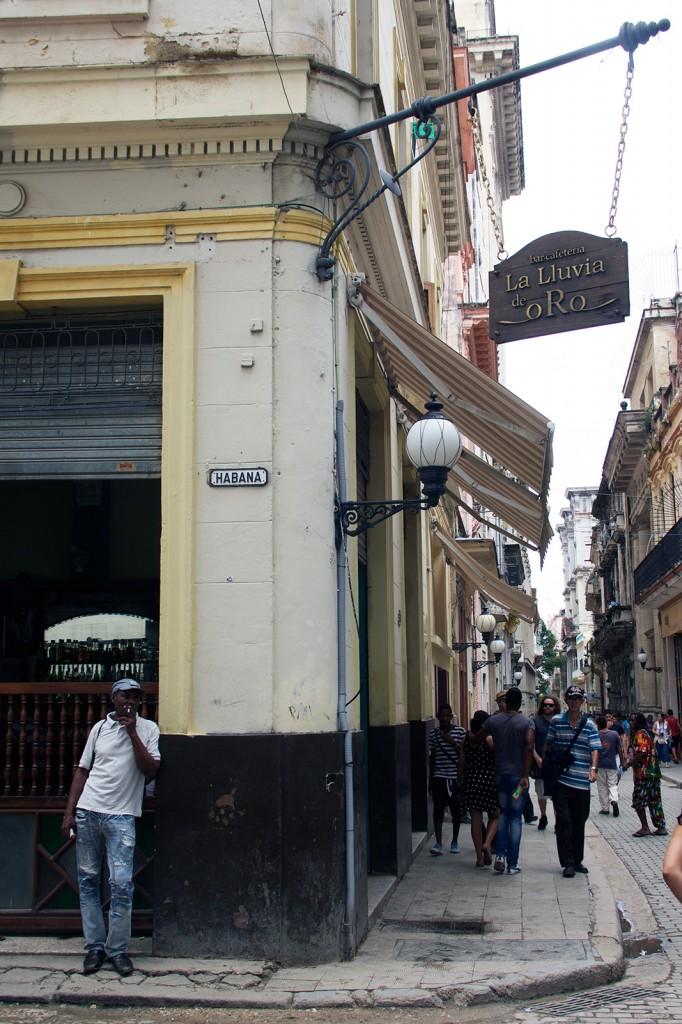 Esquina da Rua Obispo com Havana